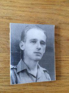 <b>Badge met foto van Klaas Bruinsma</b>
