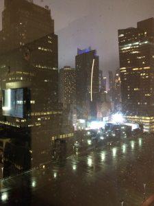 <B>We zitten op de 27ste van de 37ste verdieping. Hells Kitchen, stromende regen!</B>